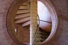 Galería de Clásicos de Arquitectura: Centro Cultural García Márquez / Rogelio Salmona - 12 Brick Building, Interior And Exterior, Facade, Stairs, Architecture, Home, Screens, Terracotta, Design
