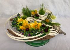 Abigail Hitchens Cfd Sunflower Floral Arrangements, Sunflower Centerpieces, Ikebana Flower Arrangement, Altar Flowers, Fruit Flowers, Table Flowers, Deco Floral, Floral Foam, Art Floral