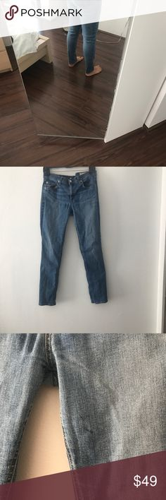 Rag and Bone skinny jeans. Size 31 Rag and Bone size 31 skinny jeans. I'm just under 5'4 and they come right to my ankle. I'm thinking these might otherwise be considered capri's? Great condition with a tiny discoloration which I have pictured. It's barely noticeable. rag & bone Jeans Skinny