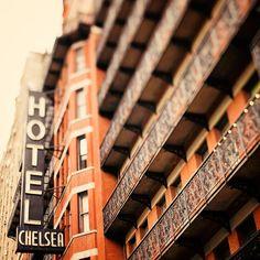 I reeeeeeeeeeeallly want to stay at the Chelsea Hotel one day.
