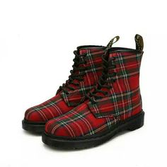 Good look Micle marten shoes with red strip line.