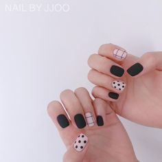 Want some ideas for wedding nail polish designs? This article is a collection of our favorite nail polish designs for your special day. Nail Design Stiletto, Nail Design Glitter, Cute Nails, Pretty Nails, My Nails, Manicure Colors, Nail Colors, Nail Polish Designs, Nail Art Designs