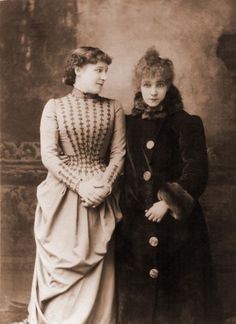 Sarah Bernhardt, French Actress, with Her English Contemporary, Actress Lillie Langtry, 1887 Vintage Pictures, Old Pictures, Old Photos, Antique Photos, Vintage Images, Edwardian Era, Victorian Era, Victorian History, Victorian Photos