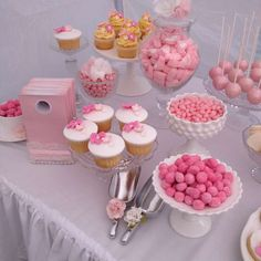 's Bridal/Wedding Shower / Shabby chic - Photo Gallery at Catch My Party Rainbow Party Decorations, Diy Baby Shower Decorations, Mean Girls Party, Gateau Baby Shower, Glitter Birthday Parties, Shower Party, Bridal Shower, Baby Gender Reveal Party, Barbie Party