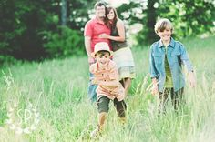 Fun posing idea for a family photo session