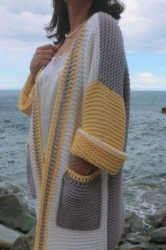 Gilet Crochet, Crochet Jacket, Knitted Coat, Crochet Poncho, Crochet Cardigan, Cardigan Pattern, Skirt Patterns Sewing, Baby Knitting Patterns, Knitting Designs
