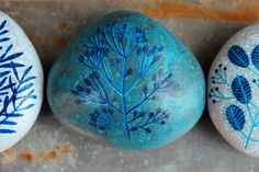 painted rocks - more beautiful blue Pebble Painting, Love Painting, Pebble Art, Stone Crafts, Rock Crafts, Arts And Crafts, Hand Painted Rocks, Painted Stones, Rock And Pebbles