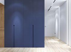 """Дизайнер інтер'єру Іра Лисюк on Instagram: """"🔵ПЕРЕДПОКІЙ🔵 Вмонтована шафа з розпашними дверками . Двері прихованого монтажу під пофарбування в один колір зі стіною . Міні-диван з…"""""""