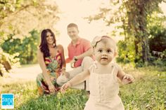 Love having the child in focus and parents out of focus.. d a n a j o p h o t o s . c o m: family portraits