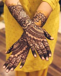 #bridetobe #mehendiceremony #mehendiceremony2021 #henna #2021mehendi #mehendishots #bestmehendishots #mehendidesigns #mehendidesigngoals #mehendi #mehendishotideas #trendingmehendidesigns #mehendiceremonylook #weddingphotography #weddingphotographer #mehendiphotography #punjabibrides #indianweddings