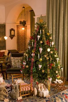Christmas tree with Victorian-style decorations in the Drawing Room at Standen, West Sussex. ©NTPL/John Miller