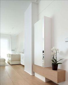 minimalistic Corridor, hallway & stairs by ruiz narvaiza associats sl Apartment Entrance, Apartment Interior, Apartment Design, Apartment Kitchen, College Living Rooms, Entrance Design, Small Entrance, Entrance Halls, Cool Apartments