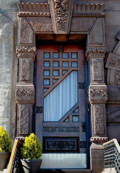 Diferente. Esas columnas de piedra, cautivan.  entra: Abre La Puerta.♥.