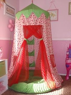 ThanksDIY hoola hoop fort. Could be a reading tent, or a secret hideaway, or a sleeping nook awesome pin