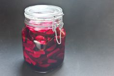 Easy Lacto-Fermented Pickles: Beets and Turnips Recipe (Chocolate & Zucchini) Delicious Vegan Recipes, Raw Food Recipes, Vegetable Recipes, Pickled Turnips, Pickled Beets, Lacto Fermented Pickles, Fermented Foods, Turnip Recipes, Cucumber Recipes