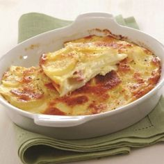 Potatoes au gratin with gruyere, ham and cheese Greek Recipes, Desert Recipes, Veggie Dishes, Food Dishes, Cookbook Recipes, Cooking Recipes, My Favorite Food, Favorite Recipes, The Kitchen Food Network