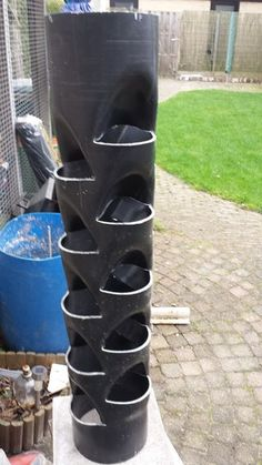 Garten PVC tube plant tower pockets) - Kaila Shaw - Diy This landscaping contractor will be the Jardin Vertical Diy, Vertical Garden Diy, Vertical Farming, Vertical Planter, Plant Tower, Tower Garden, Strawberry Tower, Strawberry Planters, Hydroponic Gardening