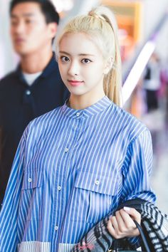Kpop Girl Groups, Korean Girl Groups, Kpop Shirts, Blue And White Shirt, Kpop Fashion, Airport Fashion, Kpop Outfits, Airport Style, Stripes Design