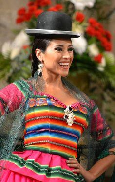 Hay muchos festivales bolivianos y generalmente incluyen bailes, fiestas, ceremonias religiosas y comida.