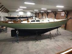 Bermuda MK II Yawl 1969 Hinckley Bermuda MK II Yawl 1969 - Hinckley Yacht Brokerage Stainless Steel Bolts, Stainless Steel Sinks, Exterior Trim, Interior And Exterior, Hinckley Yachts, Sailing Dinghy, Formica Countertops, Glass Rack, Drawer Shelves