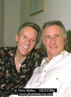 Righteous Brothers Photo for Media and Publishing Licensing from Photofeatures and Chris Walter. Photo of Righteous Brothers 2002 in Las Vegas Bobby Hatfield & Bill Medley Bobby Hatfield, Bill Medley, The Righteous Brothers, Archive Music, Cell Phones For Seniors, I Need You Love, Unchained Melody, 60s Music, Half Man