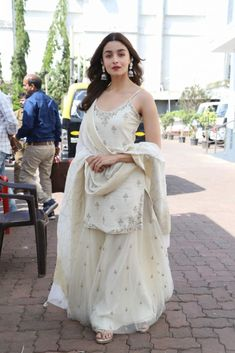 Check out what Alia Bhatt wore for different Kalank promotions events at various places like a sharara suit, anarkali dress, ethnic skirt and top, palazzo suit etc. Sharara Designs, Kurti Designs Party Wear, Outfit Designer, Designer Dresses, Indian Fashion Dresses, Dress Indian Style, Indian Fashion Trends, Indian Gowns, Ethnic Fashion