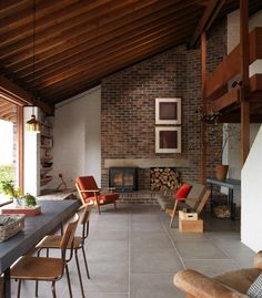 Image 9 of 20 from gallery of Ansty Plum House + Studio / Coppin Dockray. Photograph by Brotherton Lock & Rachael Smith Mcm House, Home, House Design, Mid Century Modern House, Rural House, House Blend, Interior Design, Interior Architecture, Mid Century Kitchen
