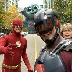 The Atoms selfie during the Crisis on Infinite Earths Legends Of Tomorrow Cast, Legends Of Tommorow, Dc Movies, Comic Movies, Smallville, Between Serie, Superman, Dc Costumes, Alexander Kent