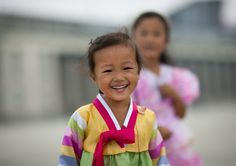 Kids Smiling | Eric Lafforgue Photography - North Korea