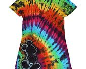 TOTALLY IN LOVE! * Mickey Mouse Tie Dye Silhouette very couture! Of course, you know I needed to add my favorite black rainbow pattern to this one! Disney Diy, Disney Crafts, Disney Shirts, Disney Outfits, Walt Disney, Tie Die Shirts, Shibori Tie Dye, How To Tie Dye