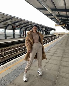 casual wear discovered by Just trendy girls on We Heart It Winter Fashion Outfits, Casual Fall Outfits, Look Fashion, Urban Fashion, Trendy Outfits, Edgy School Outfits, Minimal Fashion, 80s Fashion, Casual Wear