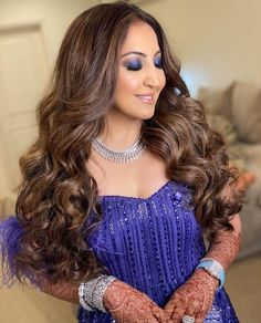 80. Classic curls Hairstyles For Gowns, Open Hairstyles, Bridal Hairstyles, Medium Hair Styles, Curly Hair Styles, Medium Curly, Bridal Hairstyle For Reception, Engagement Hairstyles, Blue Lehenga