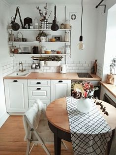 The cozy kitchen is square meters. The kitchen is not in the correct shape. Kitchen Interior, Kitchen Decor, Cozy Kitchen, Küchen Design, House Design, Dream Apartment, Home And Deco, Home Office Design, House Rooms