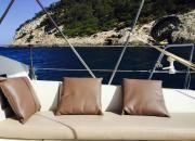 """Relax y confot en la popa del  velero """"De Lucía"""", chárter náutico todo incluido Ibiza-Formentera en www.entreibizayformentera.es  #ibiza #formentera #navegar #charternautico #alquilerbarcos #barcos #veleros"""