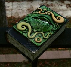 Dragon Eye Book Box-angled view by MandarinMoon on DeviantArt Clay Dragon, Dragon Eye, Dragon Crafts, Polymer Clay Projects, Polymer Clay Creations, Biscuit, Clay Box, Clay Tiles, Journal Covers