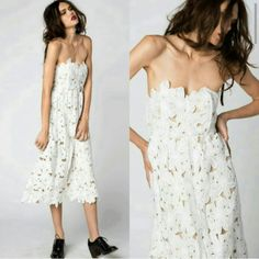 Stone Cold Fox Tennessee dress in white BNWT $320 via PP Invoice Bust: 28 - waist: 25 - length: 40 Fits true to XS. No trades! Fully lined beautiful and elegant white dress from up and coming designers Stone Cold Fox, original price $415!!! Out of stock everywhere online!! Don't miss out For Love and Lemons Dresses