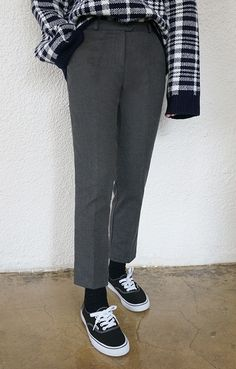 Part street, part corporate ~ these hybrid pants live up to the hype! Smart Casual, Style Inspiration, Live, Street, Pants, Fashion, Trouser Pants, Moda, Trousers