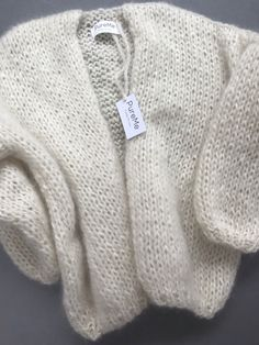 Knitwear custommade Always wanted to learn to knit, nevertheless uncertain where to start? That Absolute Beginner Knitting Series is exactly. Baby Knitting Patterns, Hand Knitting, Beginner Knitting, Chunky Knitwear, How To Purl Knit, Mohair Sweater, Knit Fashion, Mode Outfits, Slow Fashion