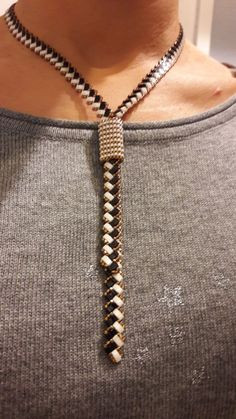 Diy Jewelry Necklace, Seed Bead Jewelry, Lariat Necklace, Leather Necklace, Jewelery, Beaded Bracelets, Necklaces, Beaded Jewelry Patterns, Beading Patterns