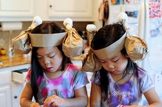 Turkey Drumstick-Hat + more fun Turkey Day crafts for kiddos.