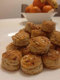 Finom, gyors káposztás pogácsa! Amikor káposztás tésztát készítünk egy kicsit elveszünk a dinsztelt káposztából és már készíthetjük is a káposztás pogit! Muffin, Cookies, Breakfast, Food, Chip Cookies, Biscuits, Morning Coffee, Muffins, Meal