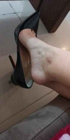 Sexy Legs And Heels, Hot Heels, Sexy High Heels, High Heel Pumps, Womens High Heels, Pumps Heels, Beautiful High Heels, Gorgeous Feet, Feet Soles