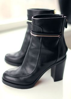 The perfection of Givenchy boots. #givenchy #boots