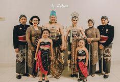 Le Motion Photo: Kania & Restama Javanese Wedding at Puri Begawan Bogor Got Married, Getting Married, Javanese Wedding, Bogor, Sequin Skirt, Sequins, Skirts, Fashion, Moda
