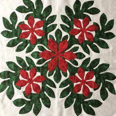 いいね!211件、コメント5件 ― Mami's Makana Hawaiian Quiltさん(@mamimom_azu)のInstagramアカウント: 「クリスマスタペストリー連続投稿(笑) 一枚 アップリケ終わりました❣️ 完成見たら、このデザインで他のお花がのせたくなってます 寄り道は厳禁❗️先ずは、クリスマスタペストリー完成させなきゃね…」