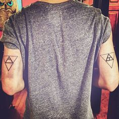 tatuajes geometricos minimalistas para hombres