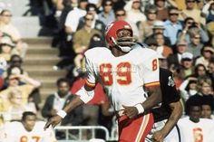Scoring Points: Top 10 Offensive Players in Kansas City Chiefs History Kansas City Chiefs Football, Old Football Players, American Football League, Nfl Football Teams, Football Helmets, Football Videos, Otis Taylor, Association Football, Nfl History