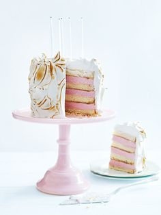 With a soft center of sponge cake encased in ice cream and meringue, this cake will be a favourite at any celebration.