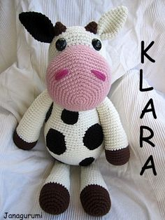 Klara, the nonsense cow, is gigantic.  Really.  75 cm, crocheted from soft and cuddly fleece wool.    A great friend for all soft friends and cow's...