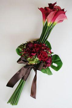 Irresistible Your Wedding Flowers Ideas. Mesmerizing Your Wedding Flowers Ideas. Single Flower Bouquet, Flower Bouquet Wedding, Creative Flower Arrangements, Beautiful Flower Arrangements, Ikebana, Exotic Flowers, Beautiful Flowers, Funeral Flowers, Arte Floral